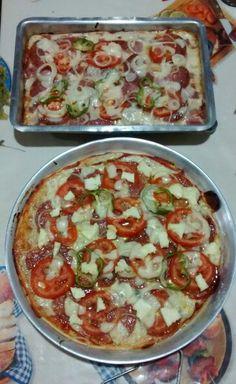 Pizza caseira de salame, presunto, queijo mussarela e queijo minasº