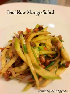 A simple and fresh salad recipe to welcome summer. This is a vegetarian version of the popular Thai mango salad. Veg Salad Recipes, Mango Salsa Recipes, Vegetarian Recipes, Cooking Recipes, Healthy Recipes, Vegetarian Appetizers, Curry Recipes, Snack Recipes, Thai Mango Salad