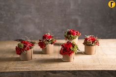 Sweet little flower compositions with beautiful Red Eagle® roses, perfect to dress that Christmas dinner table! Small Dinner Table, Christmas Flower Arrangements, Silver Christmas Decorations, Floral Design, Eagle, Flowers, Small Vases, Beautiful, Nouvel An