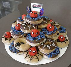 Spiderman donuts for a birthday breakfast Birthday Breakfast, Birthday Brunch, Birthday Cupcakes, Breakfast For Kids, Birthday Kids, Morning Breakfast, Sunday Morning, Breakfast Ideas, Krispy Kreme Donut Cake
