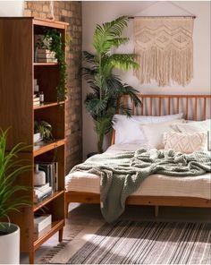 Room Design Bedroom, Small Room Bedroom, Room Ideas Bedroom, Home Decor Bedroom, Bedroom With Plants, Wood Room Ideas, Green Bedroom Design, Bedroom Inspo, Bedroom Inspiration