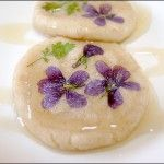 Jebikkot Hwajeon (제비꽃화전): Korean rice cakes with real flowers (edible). Perfect for spring.