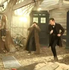 Best gif ever! Matt Smith dancing. Hahahaha I like how David Tennant is freaking out in the background. XD This pretty much sums up my dancing skills.
