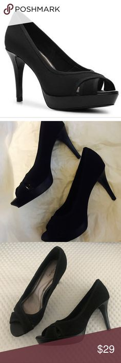 """NWT Tahari Dahlia Black Peep Toe Platform Pumps Brand new with tags  Absolutely gorgeous Tahari Heels  4"""" , sexy heels - elongates the legs for a sophisticated look  Comfortable and beautiful. ❤️ size 9 M- regular width. Tahari Shoes Heels"""