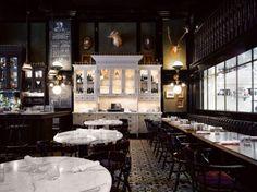 """El""""Weslodge Saloon"""" en Toronto, Canadá. El diseño de interiores es concepción de Munge Leung."""
