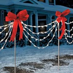 Of all the home businesses out there, Christmas Light Installation businesses may be one of the best kept secrets around. Most people think of hanging Christmas lights as a low paying, low potential, grunt work job, and therefore they Christmas Lights Outside, Hanging Christmas Lights, Christmas Yard Decorations, Xmas Lights, Decorating With Christmas Lights, Holiday Lights, Christmas Pathway Lights, Christmas Design, Christmas Projects