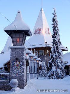 Villaggio di Babbo Natale a Rovaniemi in Finlandia a gennaio