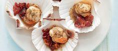Staccate i molluschi dalla valva con un coltellino, sciacquateli sotto l'acqua corrente e asciugateli. Tagliate il bacon a tocchetti. Pestate il pepe in...