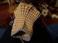 Metsäläisten elämää: Neulottu kauluri Knitting Charts, Plaid Scarf, Fashion, Tejidos, Moda, Fashion Styles, Knitting Tutorials, Fashion Illustrations