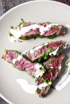 Gebraden steak van West-Vlaams rood rund met mascarpone-mierikswortelsaus - Recepten - Culinair - KnackWeekend Mobile