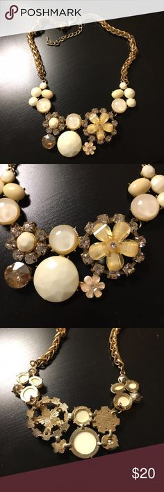 💐SALE💐Gold and white floral necklace This is a beautiful piece. Only worn a handful of times. This goes with every spring color! Francesca's Collections Jewelry Necklaces