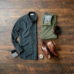 Men's button-up shirt that combines comfort and flexibility, @madeandmastered makes an ultra-soft, lightweight, breathable shirt and allows you to choose the perfect fit for your body type! #mensfashion #boots #chinos
