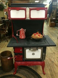 This Montgomery Ward Stove is awesome! Antique Kitchen Stoves, Antique Wood Stove, Old Kitchen, How To Antique Wood, Vintage Kitchen, Wood Burning Cook Stove, Wood Stove Cooking, What's Cooking, Coal Stove