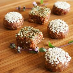 My very first savory truffles! With sun dried tomatoes, basil, macadamias and a bunch of other goodies, they will WOW your taste buds. Vegan Appetizers, Savory Snacks, Vegan Snacks, Raw Vegan Recipes, Snack Recipes, Raw Desserts, Dried Tomatoes, Meatball Recipes, Sun Dried