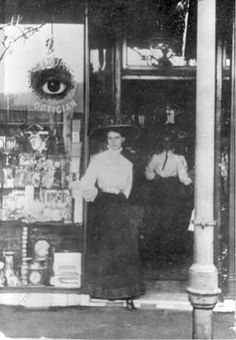 Everitts,Jewellers and Opticians in Lithgow,New South Wales (year unknown). Local History, New South, Australian Fashion, Blue Mountain, Optician, Sydney Australia, South Wales, Old Photos, Vintage Shops