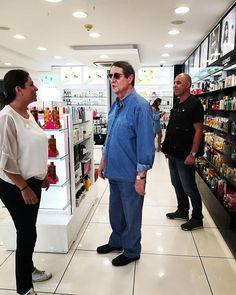 В Лимассол на субботний шоппинг приезжал Никос Анастасиадис! Подробности уже на нашем сайте cyprusbutterfly.com.cy #Cyprus #Cyprusnews #Cyprus2019 #CyprusButterfly #cyprusisland #Limassol Cyprus News, Coat, Jackets, Fashion, Down Jackets, Moda, Sewing Coat, Fashion Styles, Peacoats