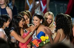 Miss Philippines crowned Miss Universe after live TV mix-up | Daily ...