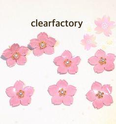 桜の花をプラ板とレジンで作成しました。イヤリングへの変更も可能です。|ハンドメイド、手作り、手仕事品の通販・販売・購入ならCreema。