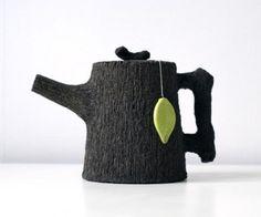 Wood you like a cup of tea? Black stoneware teapot by Jakob Solgren Teapots And Cups, Ceramic Teapots, Pottery Teapots, Kintsugi, Teapots Unique, Modern Teapots, Blog Deco, Chocolate Pots, Deco Design