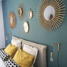 Coup de coeur de Tiffany Fayolle architecte d'intérieur (www.tiffanyfayolle.com) pour ce projet d'E Laurent  Miroirs.. encore des miroirs...🔅☀️🌞 —————— #interiordesign #deco #decoration #geneva #madecoamoi #designlovers #ethnic #home #chambre #vintage #miroirrotin  #jaunemoutarde #blue #diy #lampe