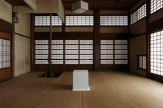 台座そのものが作品に?! 遠山記念館における台座のインスタレーションMakiko Yoshida