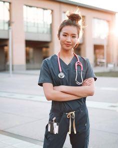 Nursing Graduation Pictures, Female Surgeon, Doctor Scrubs, Nurse Aesthetic, Medical Photography, Beautiful Nurse, Medical Photos, Medicine Student, Cute Nurse