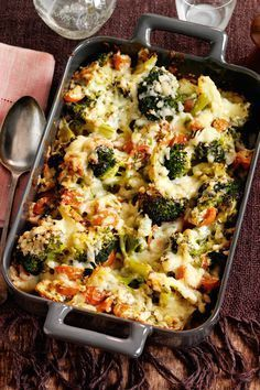 Healthy Meals Get the recipe for this amazing Slimming World cheesy broccoli bake - the perfect low fat mid week meal! - Get the recipe for this amazing Slimming World cheesy broccoli bake - the perfect low fat mid week meal! Baked Dinner Recipes, Diet Recipes, Cooking Recipes, Healthy Recipes, Vegetarian Cooking, Uk Recipes, Slimming World Vegetarian Recipes, Low Fat Dinner Recipes, Cooking Bacon