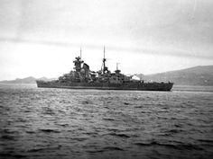 Kriegsmarine heavy cruiser Prinz Eugen Prinz Eugen, Heavy Cruiser, Army Vehicles, Military Diorama, Armada, Navy Ships, Submarines, Sea World, Boats