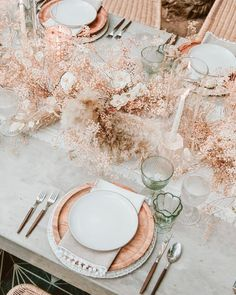 SIXFOUR gives you their 3 tips on how to style your wedding tables using inspirational imagery along with some tricks of the trade to avoid having a copy cat wedding. Cat Wedding, Lilac Wedding, Wedding Bouquets, Rustic Wedding, Wedding Dried Flowers, Neutral Wedding Decor, Wedding Designs, Wedding Styles, Mediterranean Wedding