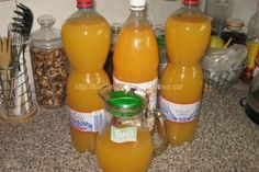 Domácí pomerančový džus | jitulciny-recepty.cz Hot Sauce Bottles, Drink Bottles, Spray Bottle, Destiel, Preserves, Oreo, Smoothie, Juice, Food And Drink