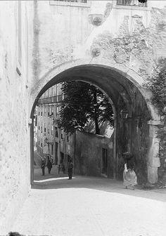 Alfama, Lisboa by Biblioteca de Arte-Fundação Calouste Gulbenkian, via Flickr