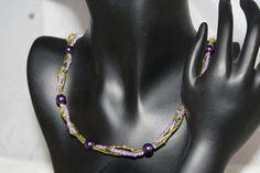 Perlenkette gedreht in lila und grün gehalten von Feekollektion auf DaWanda.com