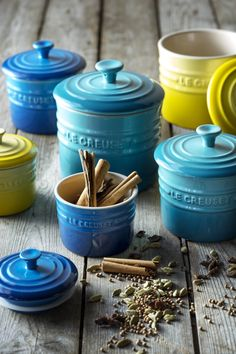 Le Creuset Spice jars by selma Kitchen Items, Kitchen Utensils, Kitchen Gadgets, Kitchen Dining, Kitchen Decor, Cocotte Le Creuset, Le Creuset Cookware, Cookware Set, Kitchenware