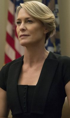 How Robin Wright got same pay as 'House of Cards' co-star Kevin Spacey Frank Underwood, Claire Underwood Style, Kevin Spacey, House Of Cards Seasons, Black Christian Louboutin, Netflix, Short Blonde, Schneider, Star Wars