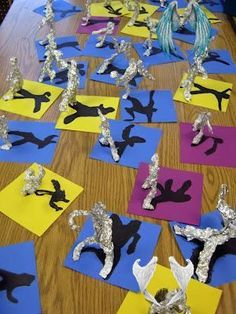 Super creative craft project for kids. Make aluminum foil sculptures and draw their shadows in the background. Fun rainy day activity.<br> Craft Projects For Kids, Diy For Kids, Art Projects, Craft Ideas, Fun Rainy Day Activities, Vintage Furniture Design, Felt Decorations, Creative Crafts, Cool Drawings