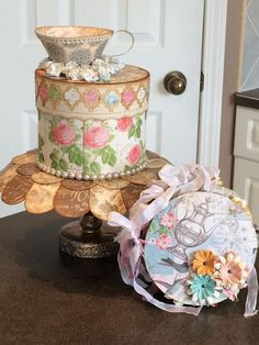 This beautiful Botanical Tea paper cake is by Lyndsey Jamieson and has a corresponding mini! We love this! #graphic45