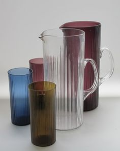 Kannu pitcher and glasses Kannu, pitcher 2465, 150 cl, lasit, glasses 2204. Tapio Wirkkala, Iittala 1962-69 Glass Design, Design Art, 80s Interior Design, Kosta Boda, Glass Pitchers, Vintage Diy, Glass Collection, Carafe, Finland