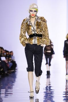 Maison Margiela - John Galliano's return. Cheetah print fur coat with python accents including collar. #pfw #fw15