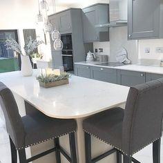 Jen (@interior_escapes) • Instagram photos and videos Modern Kitchen Interiors, Modern Kitchen Design, Kitchen Decor, Kitchen Ideas, Hacks, Dining Table, Cabinet, Interiordesign, Home Decor