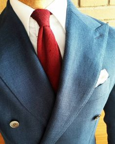 ronin2005@suitsupply #dbjacket, @drakesdiary shantung silk tie. #rincondecaballeros #instafashion #instastyle #instagood #fashionmen #fashionblog #instablog #instawear #dandy #dandylook #dandystyle #gentswear #gentstyle #dapper #sprezzatura #elegance #gentlemanlook #gentleman #gentstyle #gentleman #pocketsquare #style #styleforum #mensstyle #menoutfit #lookoftheday #classicwear #classicstyle #lookbook #pocketsquare