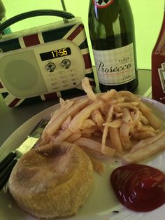 Bell tent glamping - Prosecco and chips! #marietompson