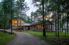 Amazing lakeside family retreat in Minnesota feels like a summer camp