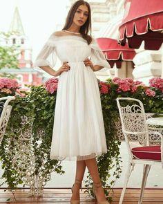 Este posibil ca imaginea să conţină: 1 persoană Dance Dresses, Prom Dresses, Formal Dresses, Wedding Dresses, Beautiful Gowns, Beautiful Outfits, Simple Dresses, Cute Dresses, Short Lace Wedding Dress