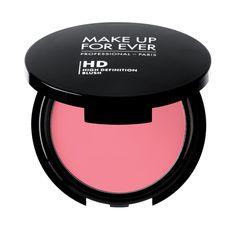 Make Up For Ever HD Blush! Bu yeni kremsi allık, uzun süre kalıcı bir sonuçla birlikte son derece doğal bir renk katmak üzere cildinizle bütünleşir. Oluşturduğu dağılabilir ve ikinci cilt dokusu kolay ve kontrollü bir uygulama sağlar.
