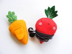 Items similar to PDF pattern - Carrot & radish earphones holders - cute veggies, easy sewing pattern, felt vegetables on Etsy Felt Crafts, Diy And Crafts, Headphone Wrap, Easy Sewing Patterns, Craft Show Ideas, Sewing Accessories, Digital Pattern, Crafts For Teens, Organizer