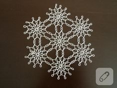 boncuk işi Hand Work Embroidery, Beaded Christmas Ornaments, Snowflakes, Projects To Try, Diy Crafts, Beads, Crochet, Flowers, Pattern