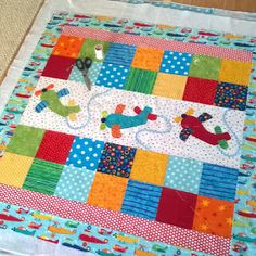 Super Ideas for patchwork bebe diy baby quilts Diy Baby Quilting, Baby Quilts Easy, Baby Boy Quilts, Children's Quilts, Baby Quilts For Boys, Amish Quilts, Hand Quilting, Baby Boy Quilt Patterns, Jelly Roll Quilt Patterns