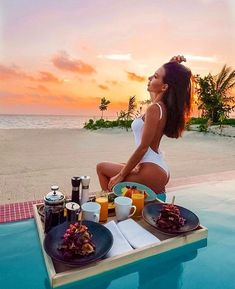 Waking up to the Maldivian sunrise and a floating breakfast in your own villa ☀️ anyone want to join us? Maldives Luxury Resorts, Visit Maldives, Paradise On Earth, Luxury Holidays, Sunrise, Ocean, Tours, Explore, Vacation