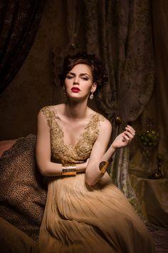 Фотография Glamour Fairytales- The Golden Dress автор Luciana Varga на Golden Dress, Beauty Portrait, Wedding Gowns, Fairy Tales, Sari, Glamour, Formal Dresses, Model, Portraits