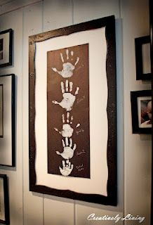 Family Keepsake Wall Decor Handprint Art, So when I baby sit for kids at my center I like to do little art projects, and well my next babysitting adventure is going to be with a family of three boys This is going to be super cute! Kids Crafts, Diy And Crafts, Arts And Crafts, Family Crafts, Family Art Projects, Toddler Crafts, Kid Projects, Family Hand Prints, Family Print